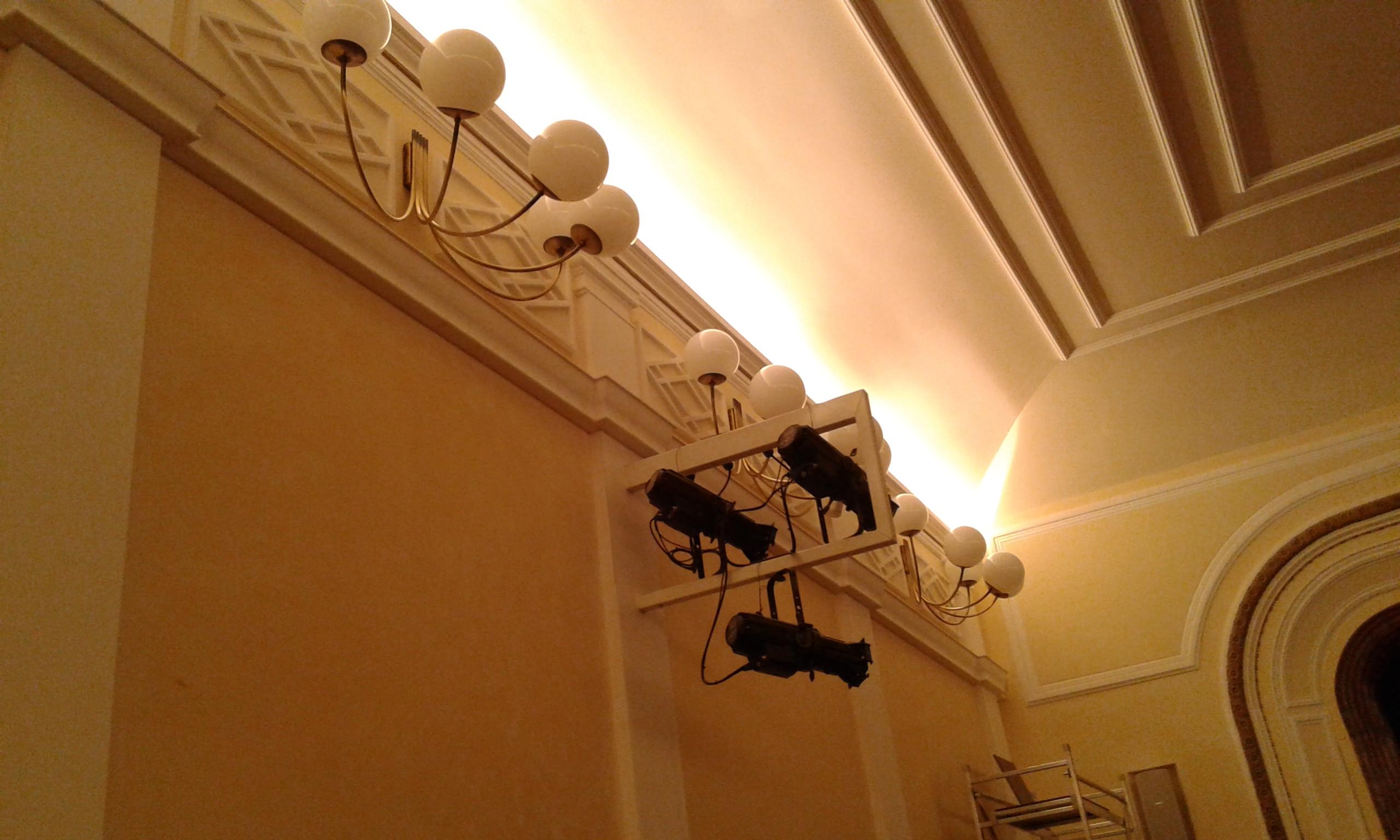 Costruzione lampadario centrale di sala teatro tirinnanzi legnano